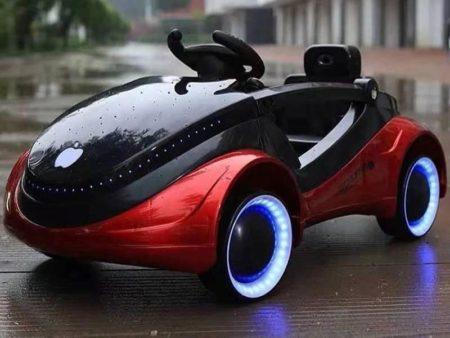 Возраст: до 5 лет Количество ведущих моторов: 2 Аккумулятор: 6 вольт Сидение: пластиковое Колеса: с резиновым уплотнителем Управление: с педали, с пульта Музыка: аудио-плеер c AUX, USB, Micro-SD Скорости: 2 вперед, одна назад Приборная панель: с подсветкой Фары: светодиодные Старт: плавный Ремень безопасности: 2-х точечный Длина: 103 см Ширина: 53 см Ширина сидения: 30 см